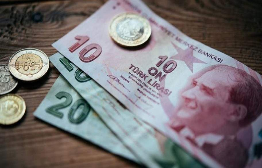 A significant decline in the Turkish lira in light of the scarcity of liquidity and the losses of emerging market currencies